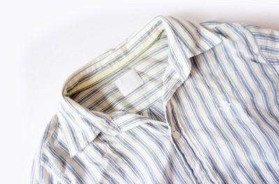 汗染みのシャツ